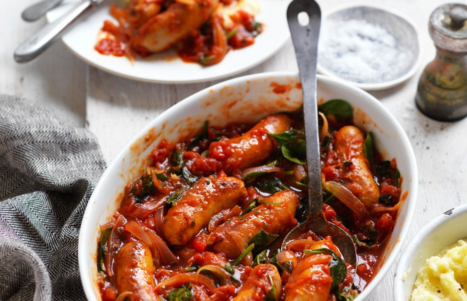 Chipolata Sausages in Tomato, Onion and Spinach Sauce dinner recipe