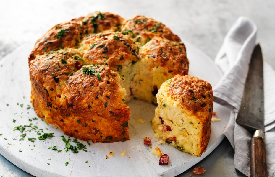 Cheese and bacon pull-apart loaf