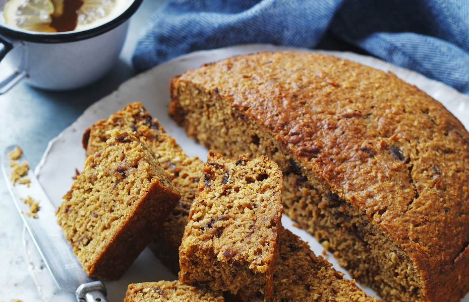 How to make traditional date cake with coconut
