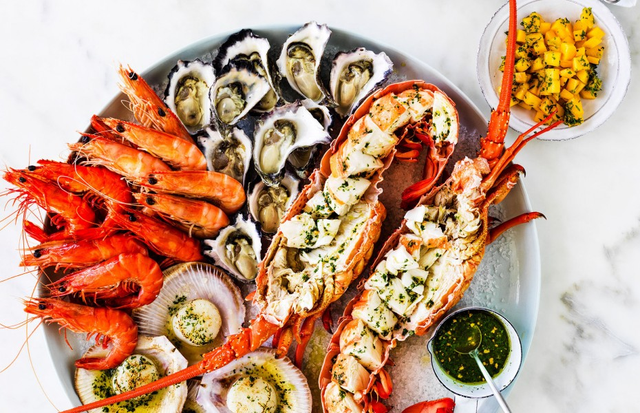 Hot and cold easy seafood platter recipe with salmon, prawns, lobster and oysters