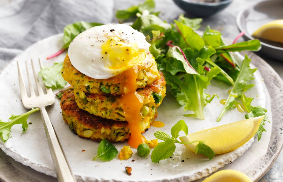 Vegetabe fritters recipe with poached eggs