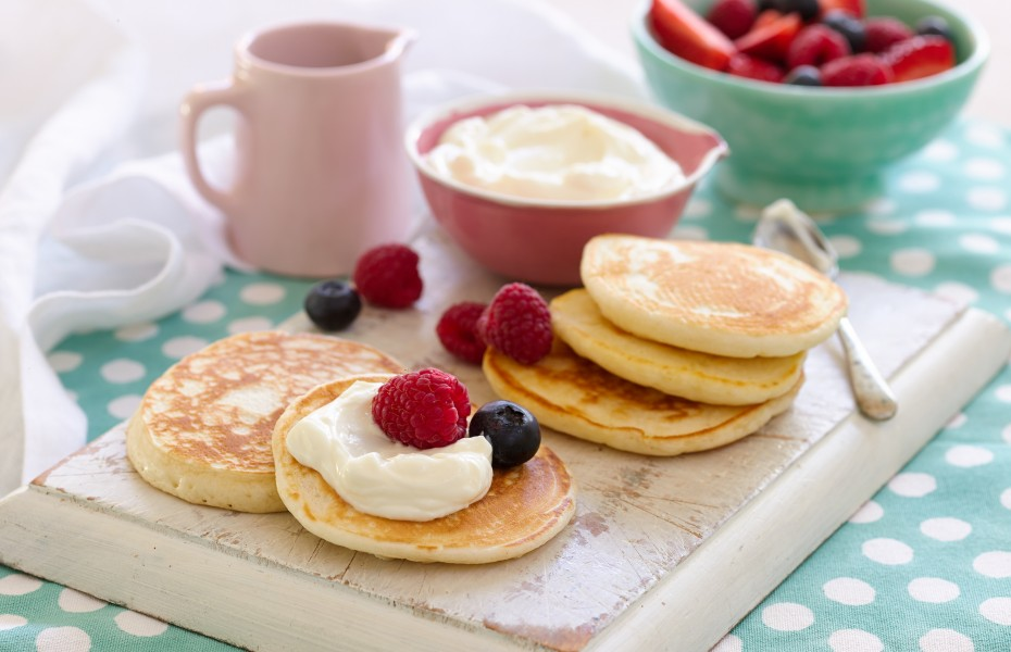 Mini Pikelets with Berries and Yoghurt