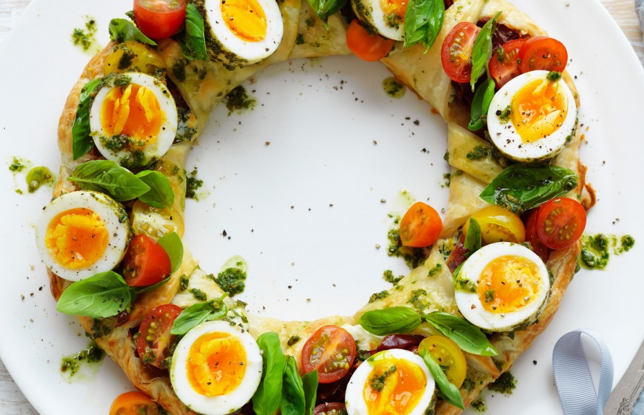 Christmas pastry wreath with pesto eggs