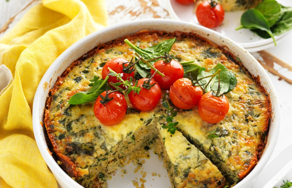 This Quinoa egg bake with spinach is a hearty vegetarian dinner recipe that is gluten free