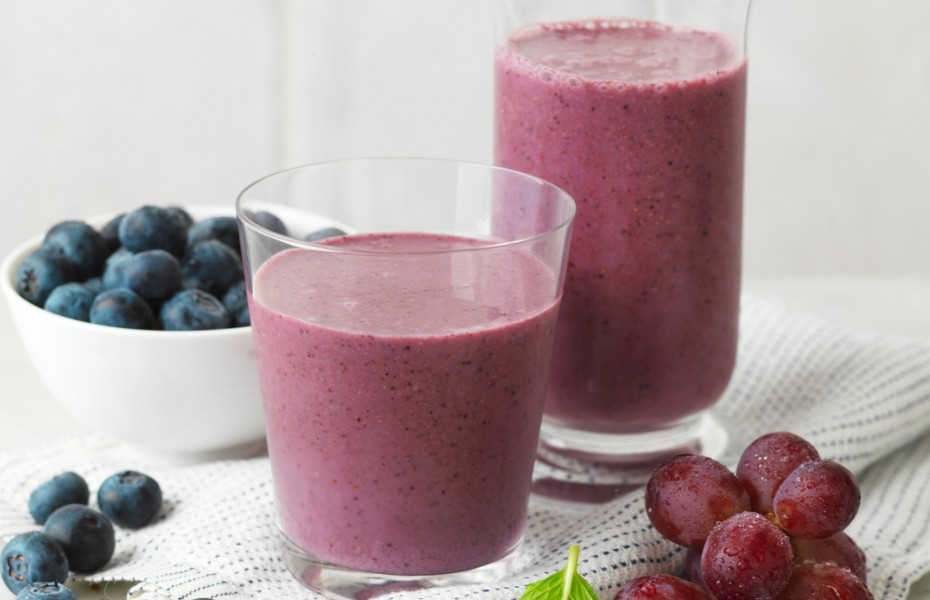 High-Antioxidant Blueberry, Grape, Flaxseed and Strawberry Smoothie