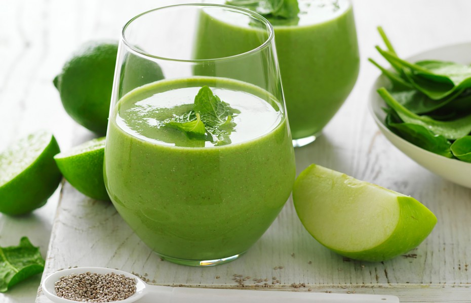 Green Apple, Spinach and Mint Almond Milk Breakfast Smoothie