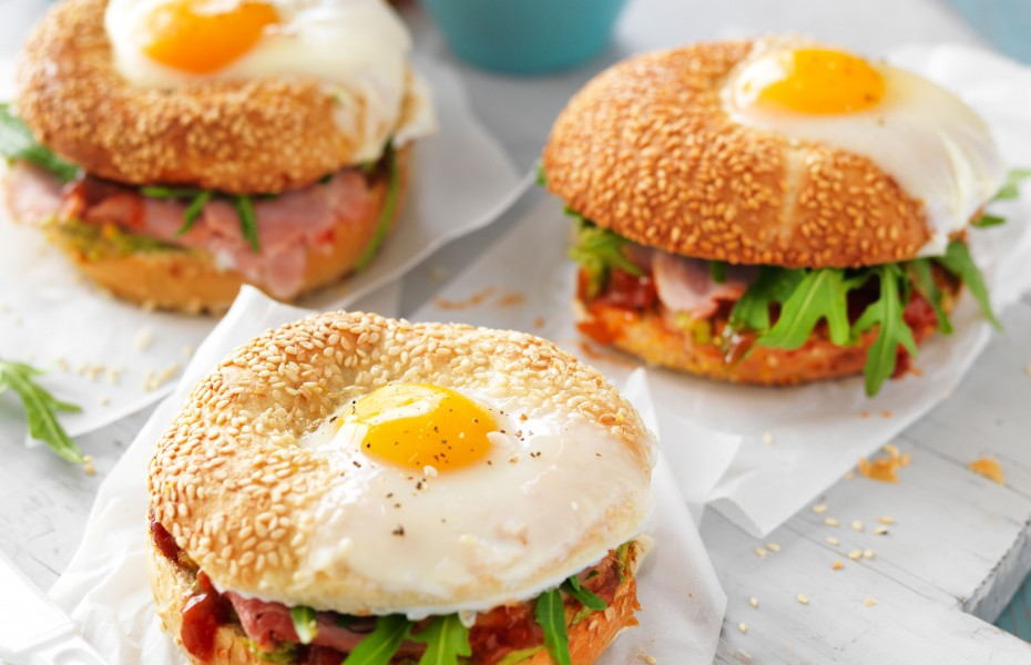 Egg breakfast bagel