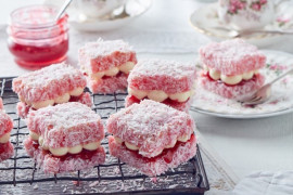 How to make pink jelly cakes