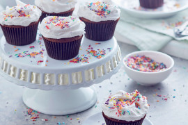 How to make fluffy white frosting from scratch
