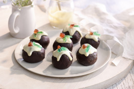 Delicious Christmas Pudding Truffles a perfect xmas gift this season