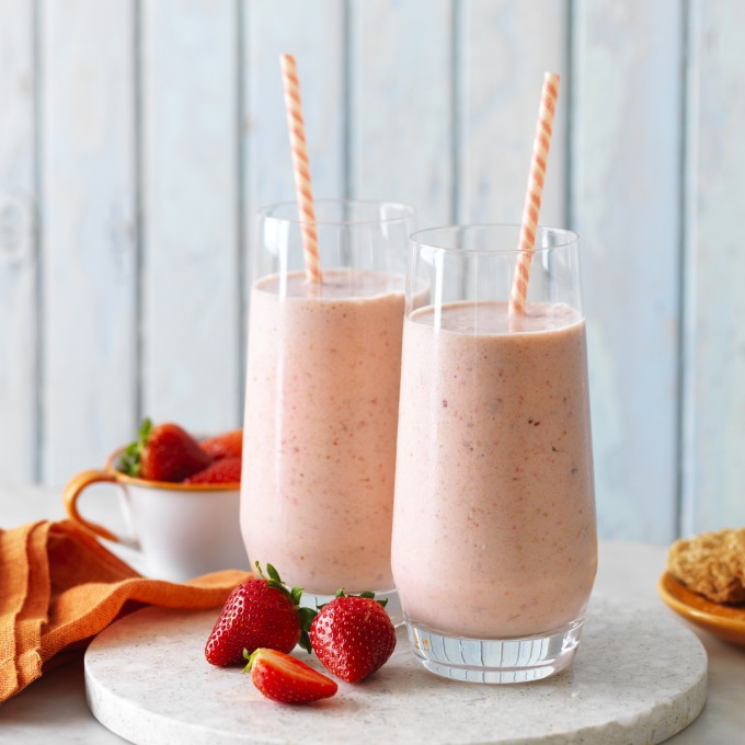Smoothie recipe made with Weet-Bix Breafast and berries