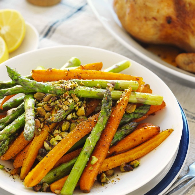 Roasted carrots with pistachios