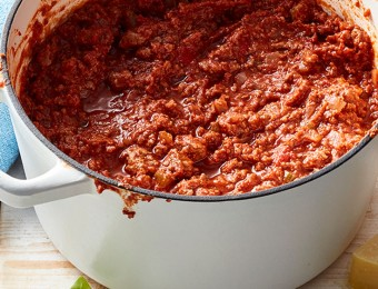 This bolognese sauce recipe makes the best spaghetti bolognese as well as pasta bakes and lasagne.