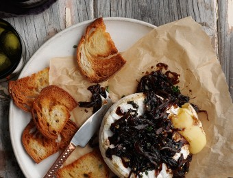 Easy baked brie recipe with onion jam and maple bacon