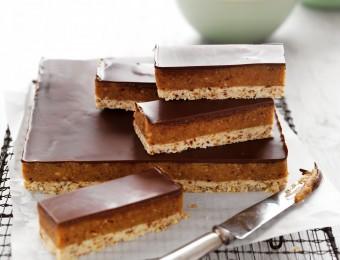 Raw No-bake choc-caramel slice recipe made with dates