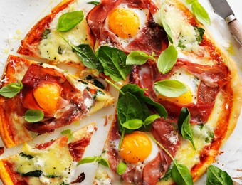 Make this delicious breakfast pizza with prosciutto and Egg at Easter