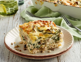 Chicken lasagne with spinach and mushrooms
