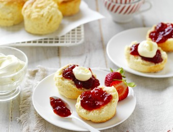 Hot to make traditional Buttermilk Scones