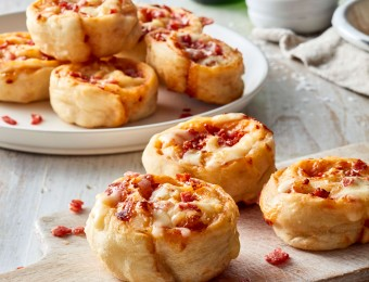 Pepperoni and cheese pizza scrolls recipe