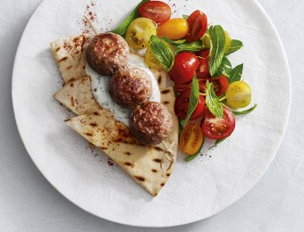 This delicious turkey kebabs with flatbread recipe is a easy dinner or lunch idea to enjoy on the weekend or during the week.