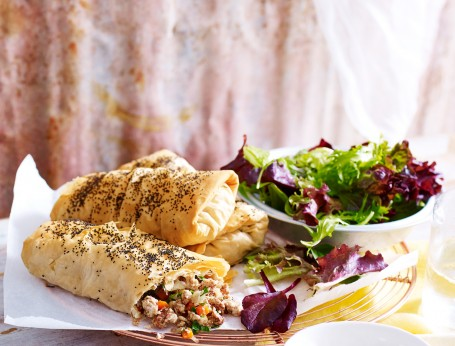Cinnamon Spiced Chicken Filo Parcels with Jalapeno Aioli and Mixed Leaf Salad