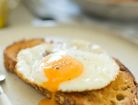 how to fry an egg sunny side up and how to fry an egg over easy