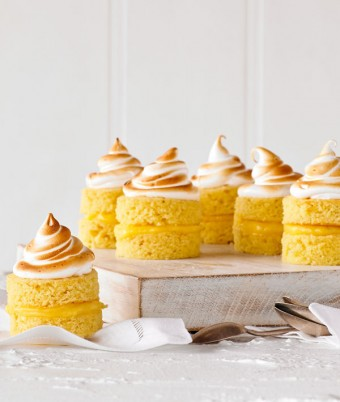 Easy to make lemon meringue cakes recipe
