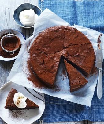 Decadent and rich chocolate cake recipe