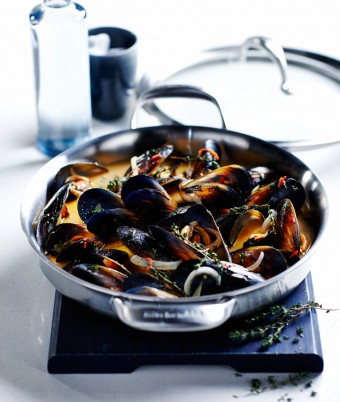 Wine, Saffron and Chilli Mussels