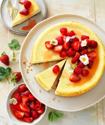 Best baked vanilla cheesecake recipe with berry compote for Mother's Day