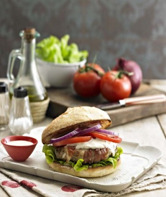 Veal and prosciutto burgers with tuna mayo