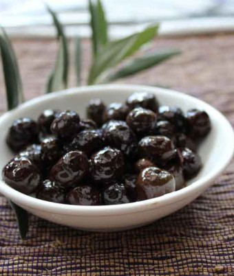 Baked olives with garden herbs