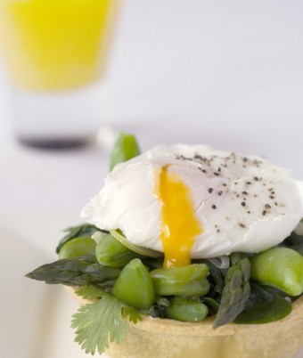 Green vege tarts with soft egg