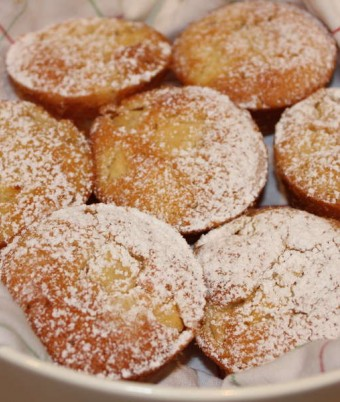 Pineapple and macadamia friands