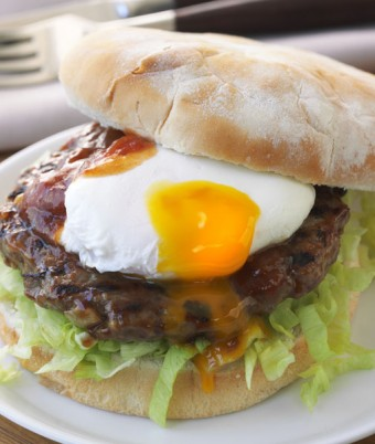 Aussie lamb burger with poached egg and tomato chutney