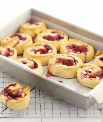 Apple-Berry Cream Cheese Scrolls