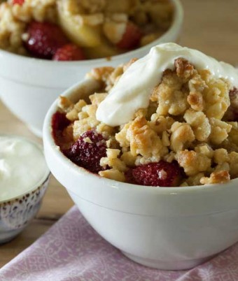 Pear, strawberry and macadamia crumble