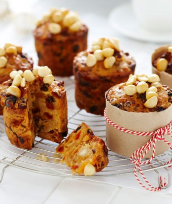 Mini Blond Christmas Cakes