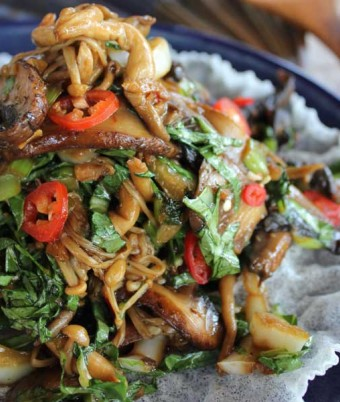 Mushroom and baby choy sum salad with ginger and garlic