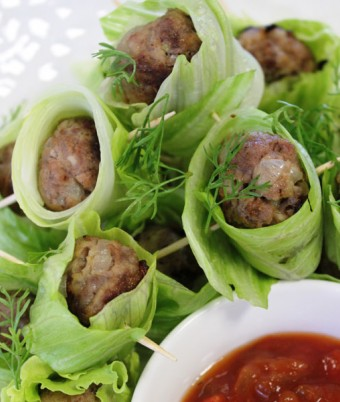 Spicy meatballs in lettuce with salsa