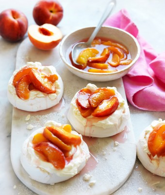 Mini pavlova recipe with peaches