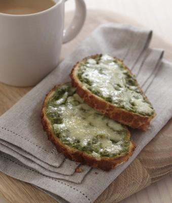 Cheesy pesto toast