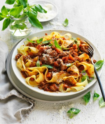 Lamb ragu slow cooker