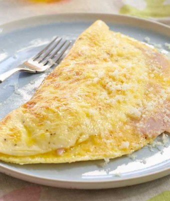 Fluffy Cheese & Ham Omelet