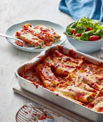 If homemade cannelloni is on the menu, try this easy spinach and ricotta cannelloni recipe for dinner tonight.