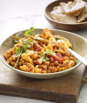 Vegetarian curry recipe made from Cauliflower and Chickpeas