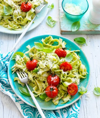 Chicken and creamy avocado pasta