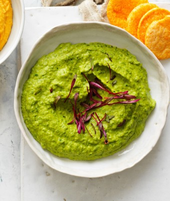 This gorgeous green spinach hummus is a quick and easy snack or appetiser to satisfy guests.