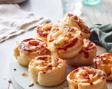 Easy Bacon and Cheese pizza scrolls recipe
