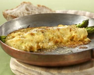 Cheesy Asparagus Omelette